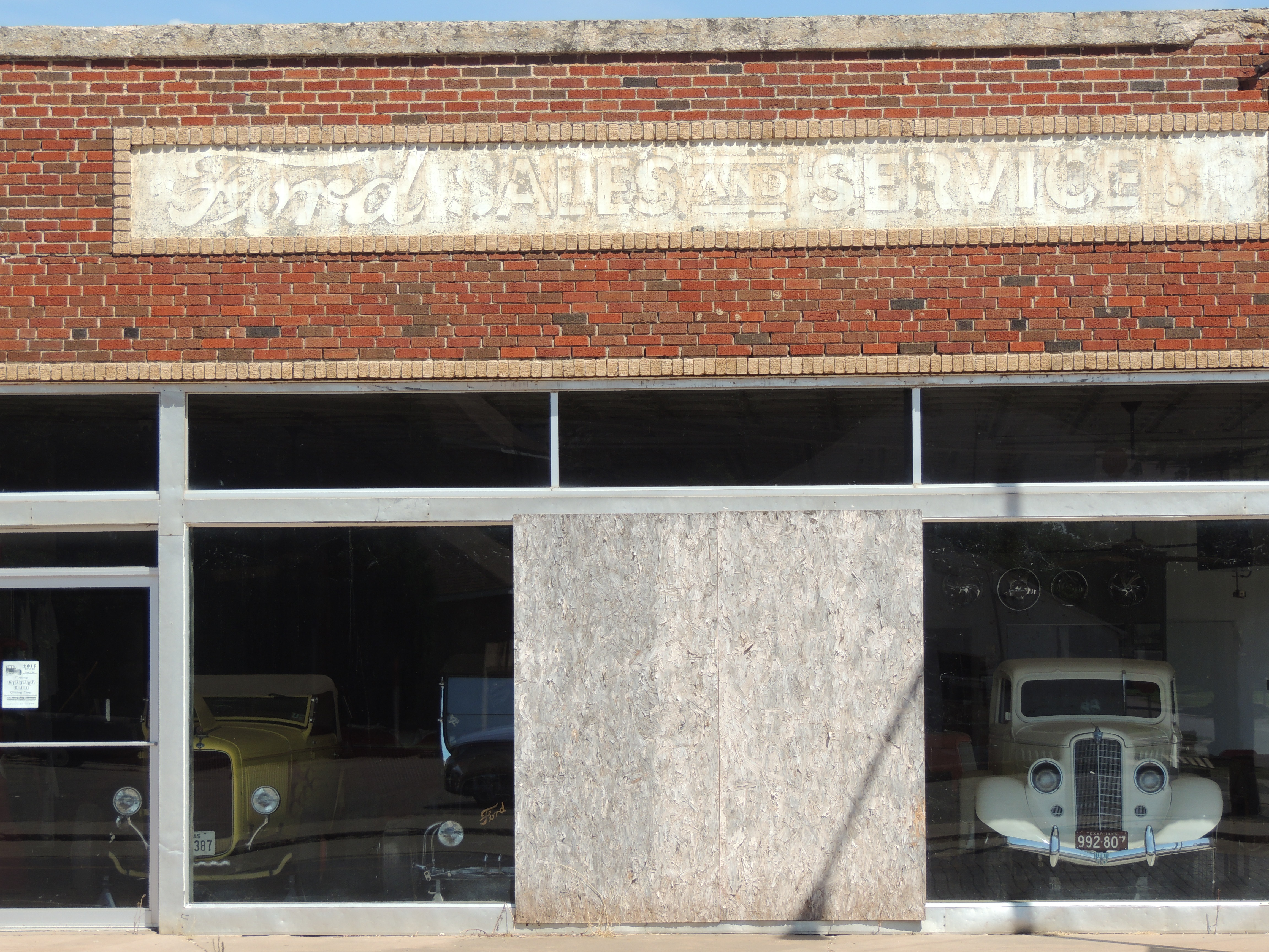 Old Ford stores and cars